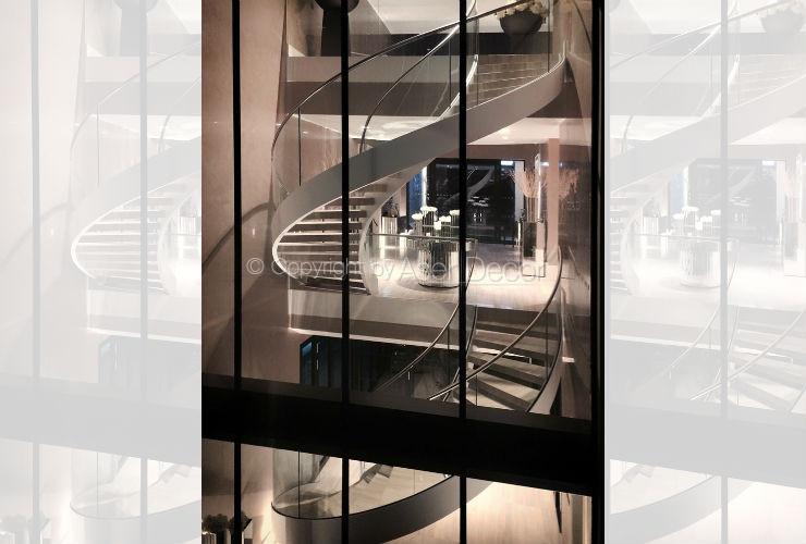 Escada Alto Padrão Duother Curva Metal Vidro Madeira Branco